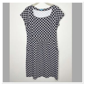 J. McLaughlin black and white chain pocket dress